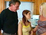 Fosterparents force teenie