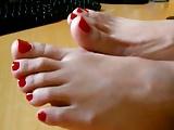 KIRMIZI OJELi AYAKLARIM - RED NAILS FOOTS