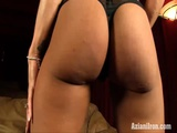 Fitness Babe Rubs Her Big Clit