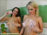 Darina and Claudia in the bathtub