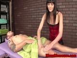 CBT bondagemasseuse jerks her client off