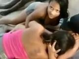 Lesbianas en la playa orgia total